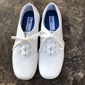 Keds Leather Snub toe sneaker   Size 7.5